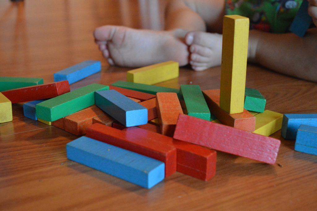 La méthode Montessori permet à votre enfant d'apprendre seul et de gagner en autonomie.