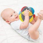 La balle de préhension Montessori permet d'éveiller les sens de votre bout de chou.