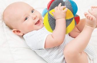 Balle Montessori : développez les sens de votre bébé